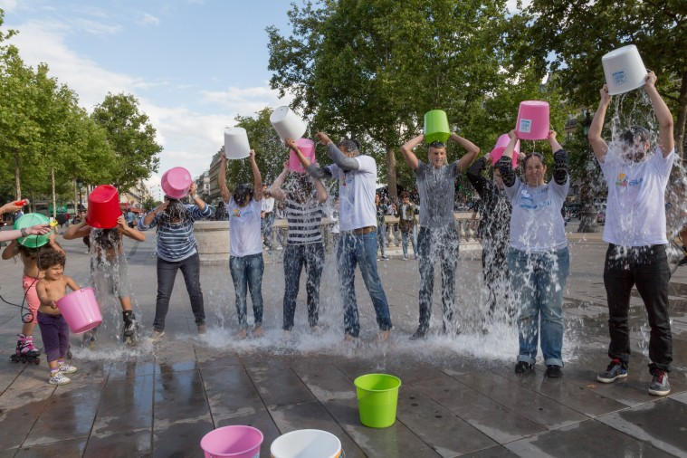 Lancement officiel du Ice Bucket Challenge 2015 , Place de la République (Paris) - le 30 juillet 2015