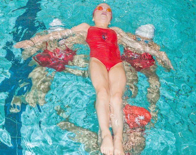 Actions des licenciées de la fédération française de natation, section natation artistique. (club du Stade Français)ARSLA - Nagez pour lutter contre la SLA, dimanche 22-09-19. Piscine George Hermant, Paris 75019